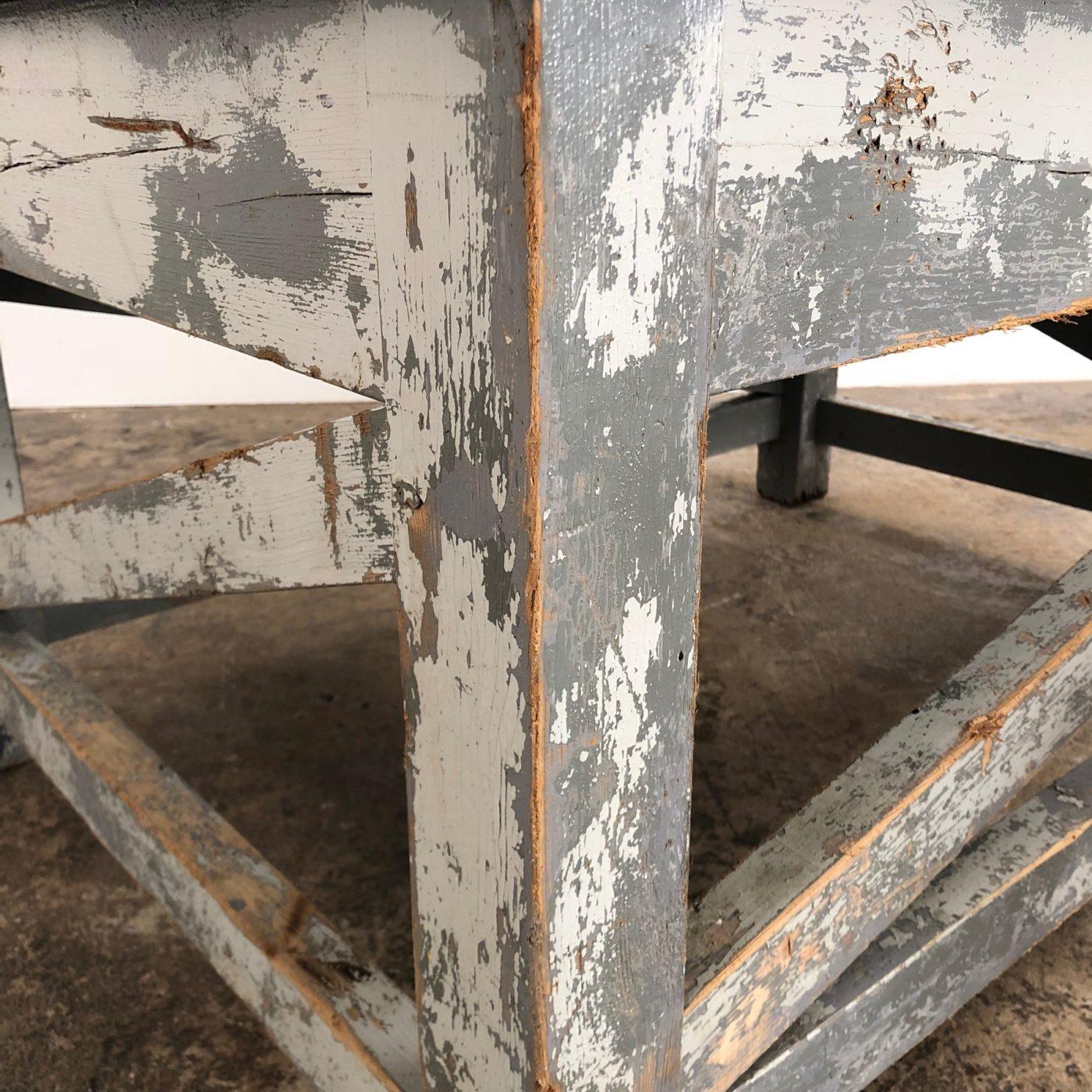 sculptor-table0000