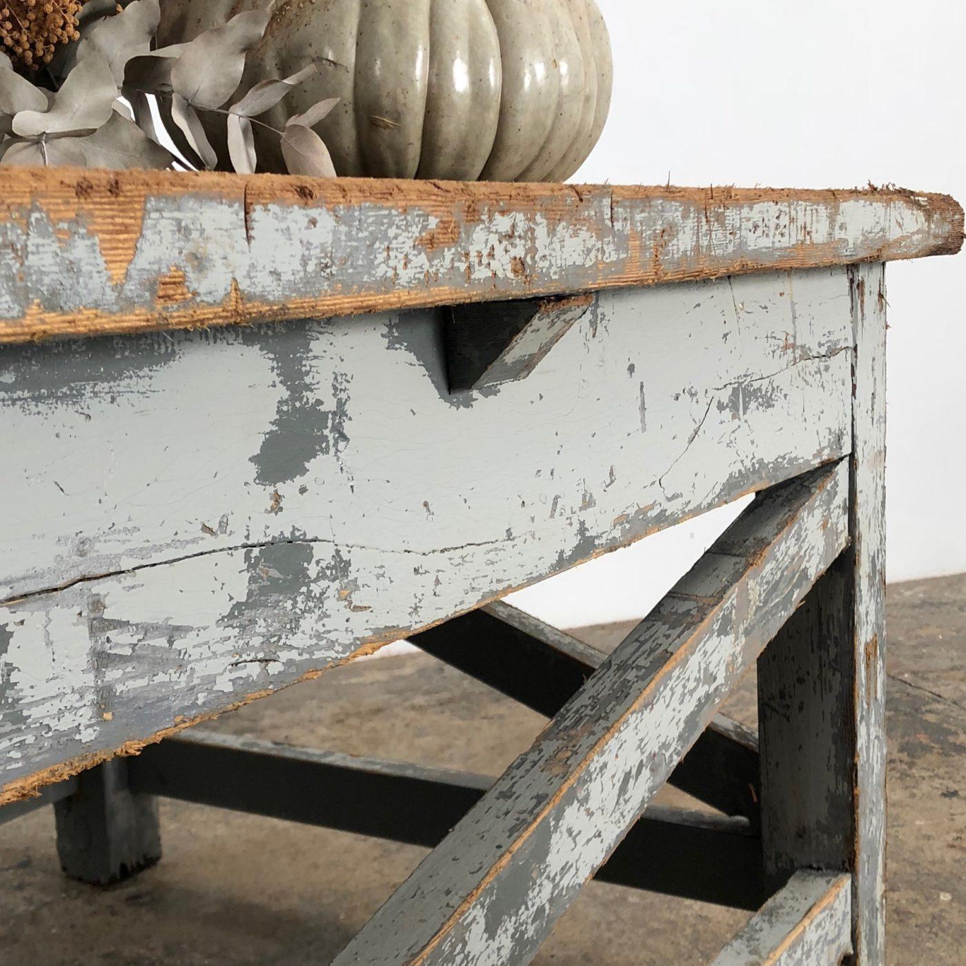 sculptor-table0003
