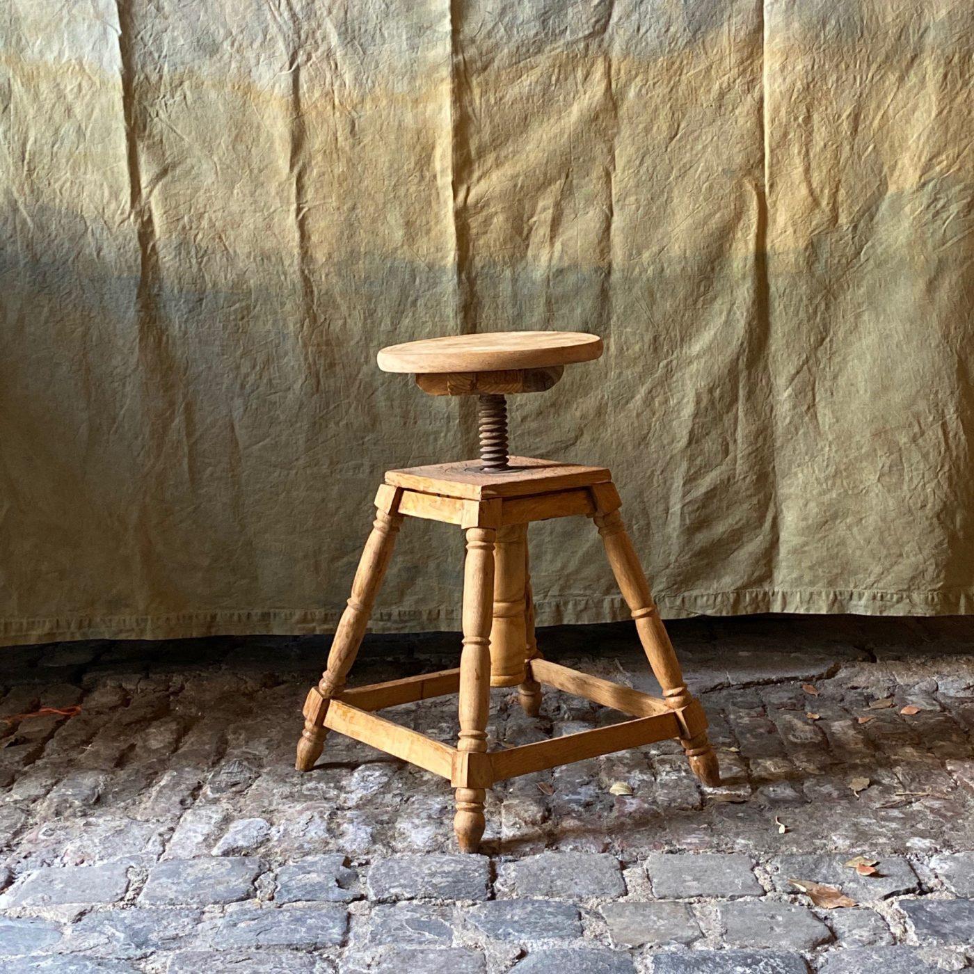 artist-stool0001