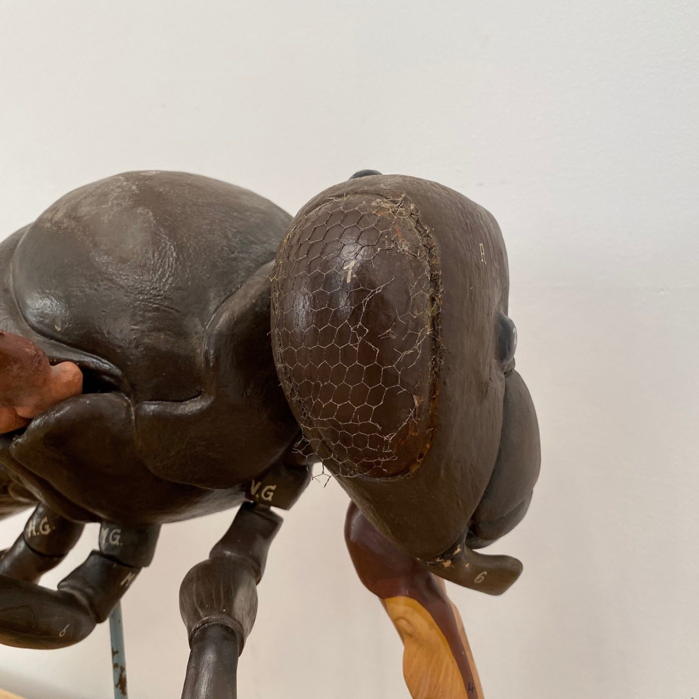 fly-skin-statue0006
