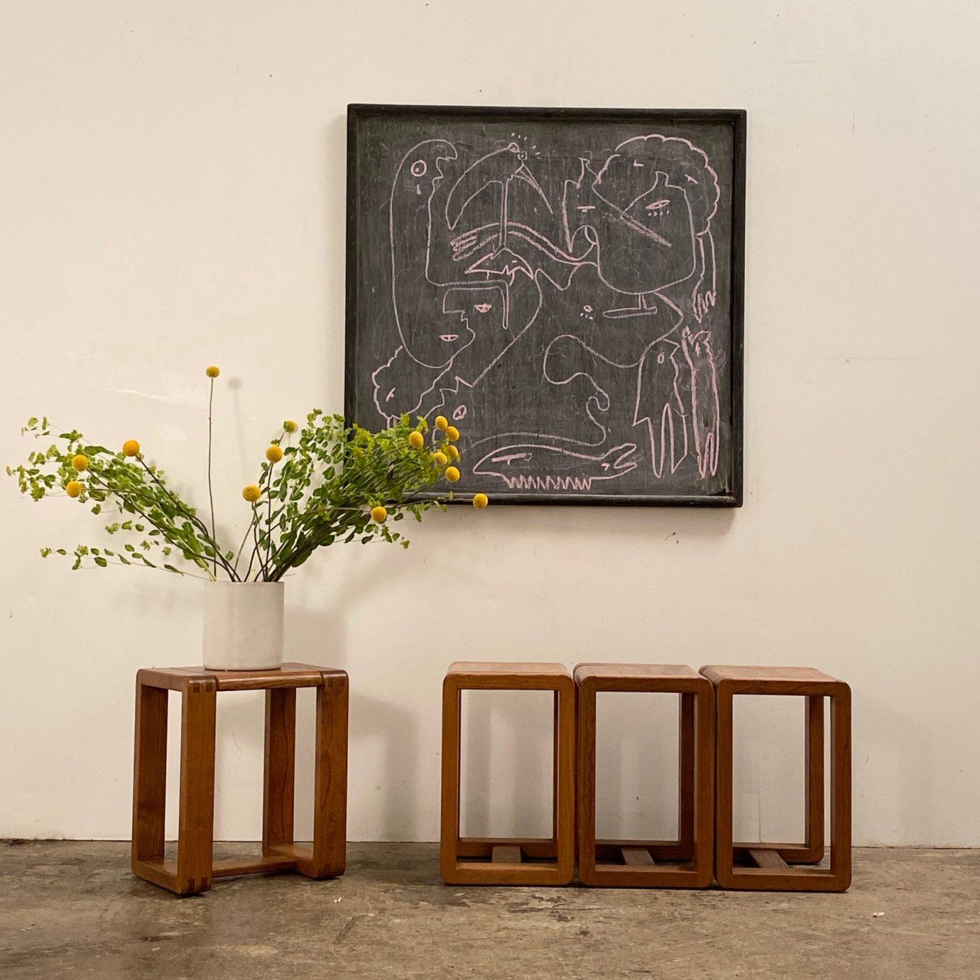 objet-vagabond-massive-stools0002