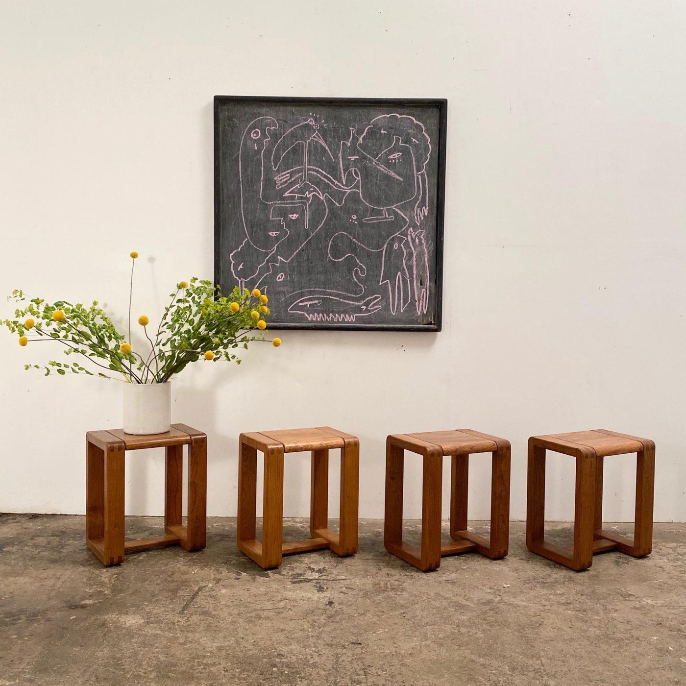 objet-vagabond-massive-stools0004